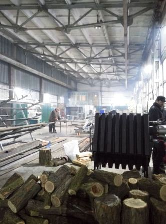 промышленные конвекционные котлы на дровах, загрузка палива з зовні охоронником, загрузка дров с наружи, котлы для промышленности, промышленный котёл
